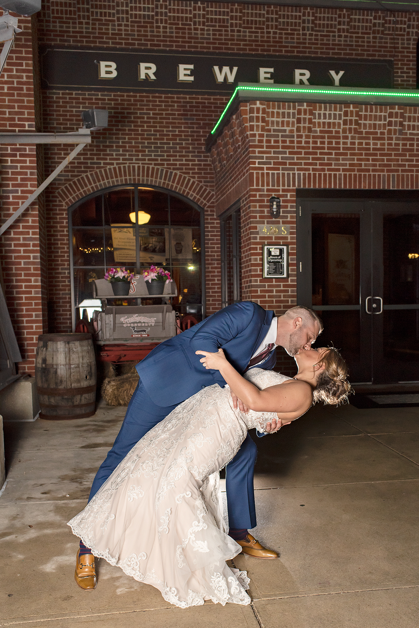 LINDSAY-ADKINS-PHOTOGRAPHY-MICHIGAN-WEDDING-PHOTOGRAPHER-FRANKENMUTH-BREWERY-WEDDING-MICHIGAN-BLOG-34